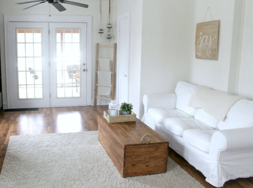 White Farmhouse Livingroom