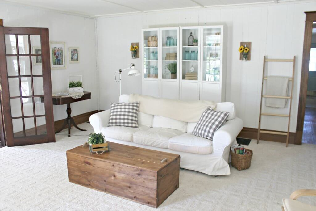 white couch farmhouse