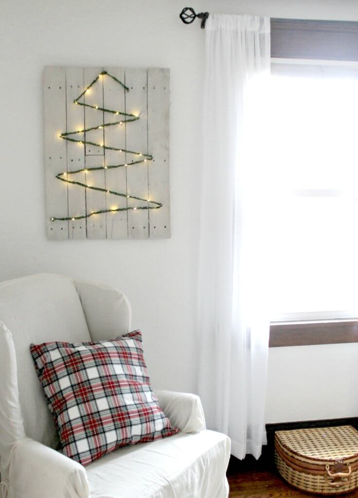 DIY Christmas Card Holder–Cheap or Free Decor