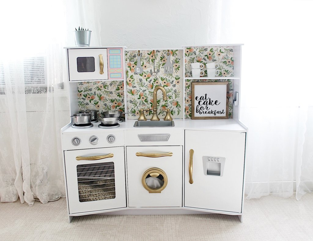 Girl's Play Kitchen Makeover
