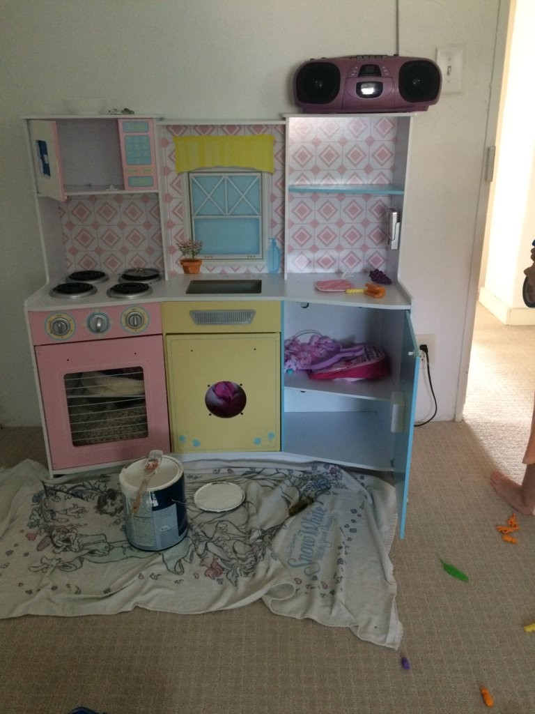 Play kitchen before and after